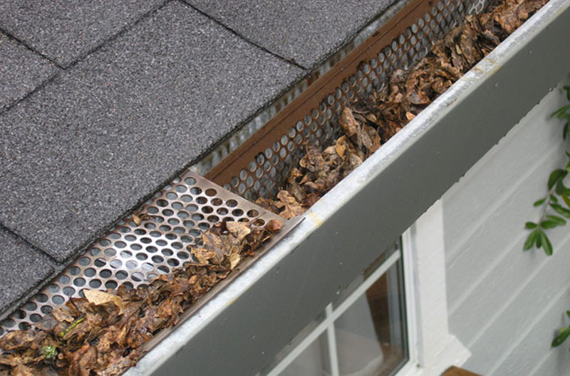 using a pressure washer for your gutter cleaning